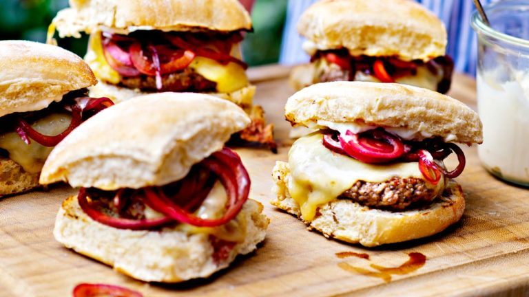 Beef-sliderit eli mini- burgerit