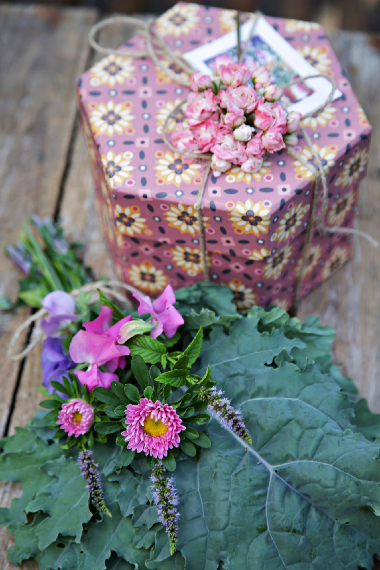 Tie a bouquet of gifts from the self-grown flowers.  Also use vegetable leaves and herbs to bring fragrance.